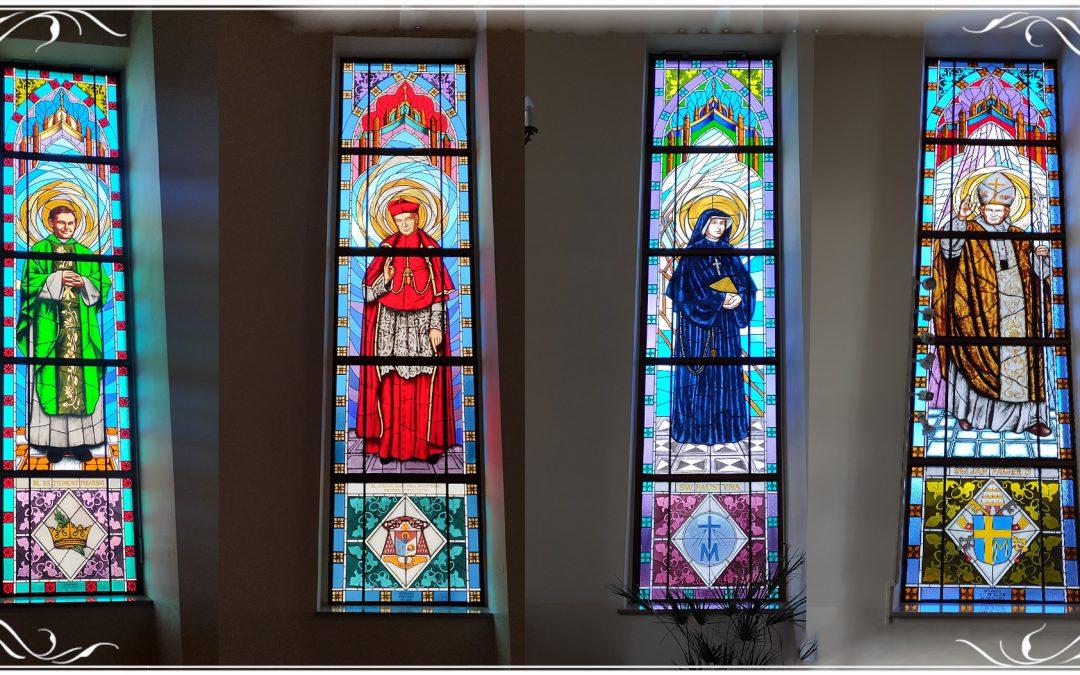 Już 4 witraże w Naszym Kościele